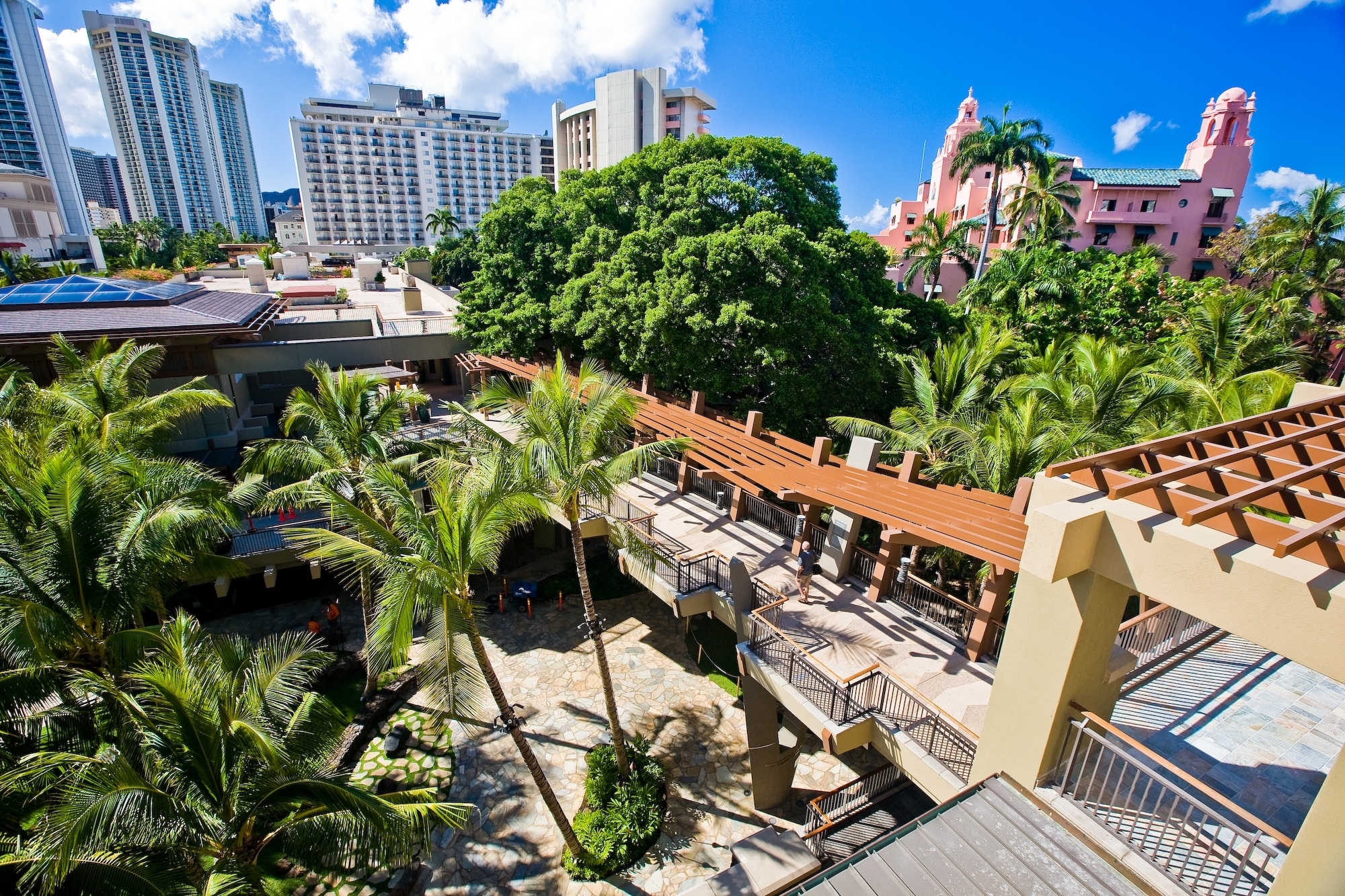 Royal Hawaiian Center - Open spaces and lush gardens in Royal Hawaiian Center